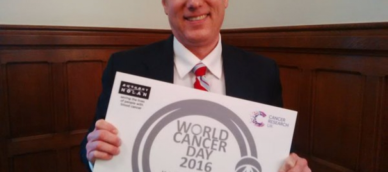 Crawley MP supports World Cancer Day 2016