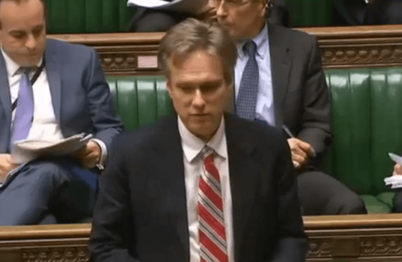 Henry Smith MP presents school funding petition in Parliament