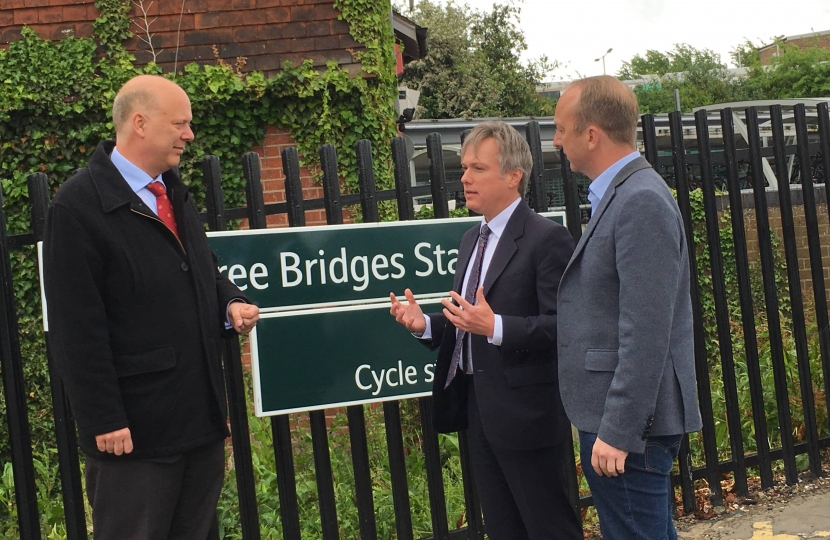 Henry Smith meets with Transport Secretary at Three Bridges Station