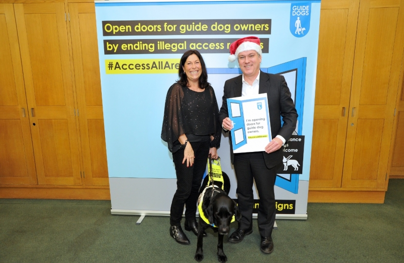 Henry Smith MP helps open doors for Guide Dogs owners this Christmas