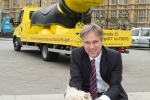 Henry Smith MP and Dogs Trust raise awareness of new microchipping laws