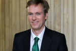 Henry Smith MP calls for improved treatment of wild dolphins